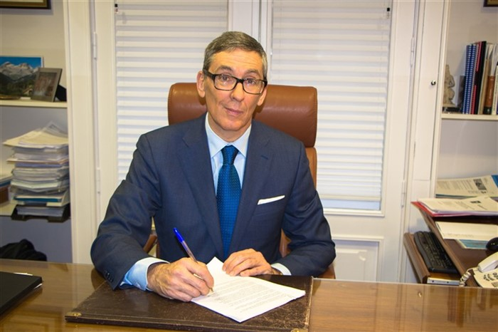 JOSE PAJARES ECHEVERRÍA, PROFESSOR OF MASTER OF LAW IN ZARAGOZA
